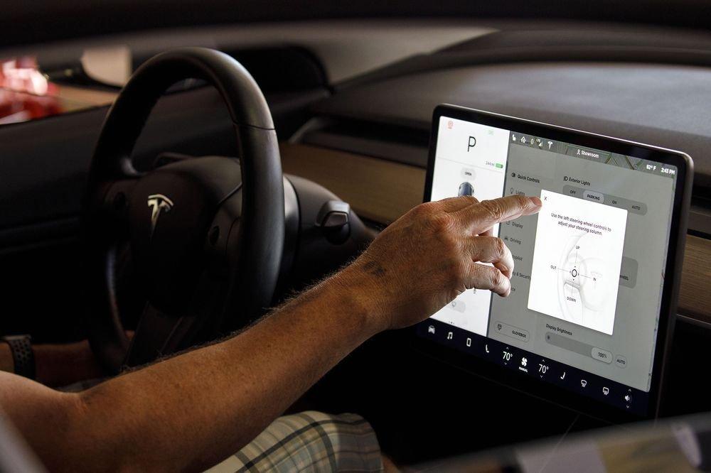 Pronto los Teslas vendrán con YouTube y Netflix incorporado